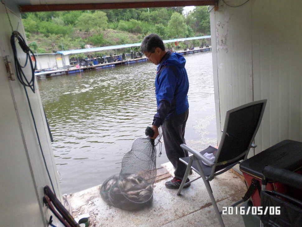 fish_pay_02423693.jpg