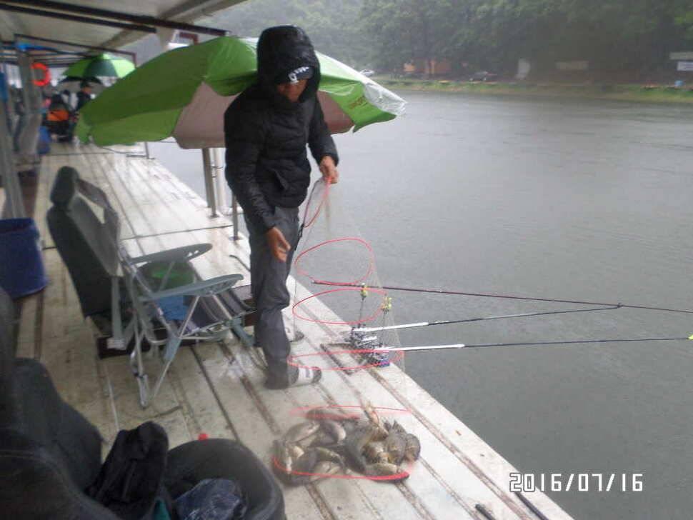 fish_pay_02432888.jpg