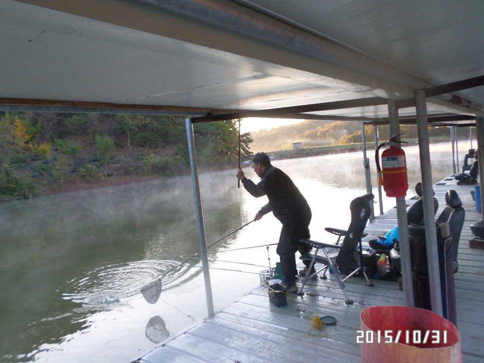 fish_pay_02565711.jpg