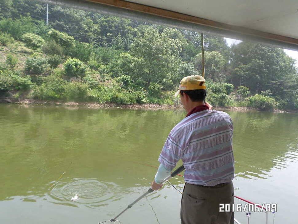 fish_pay_04383784.jpg