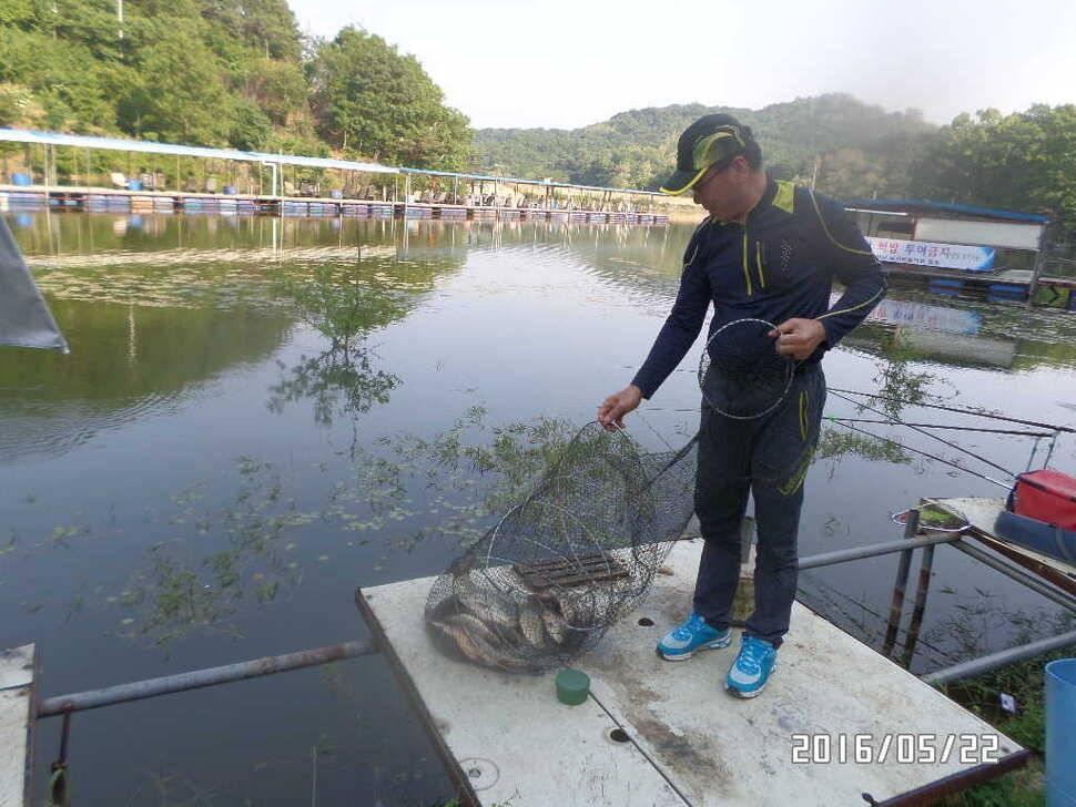 fish_pay_08122098.jpg