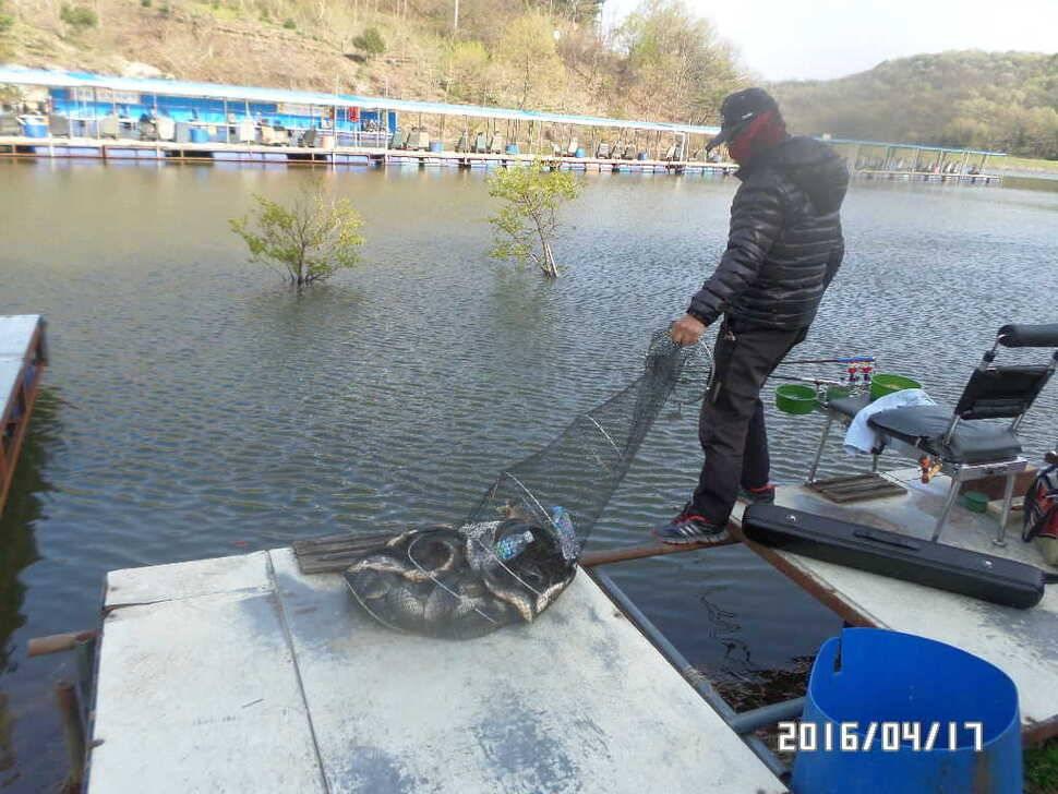 fish_pay_08423164.jpg