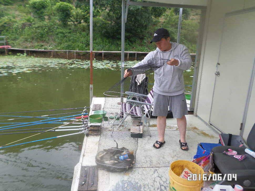 fish_pay_12560675.jpg