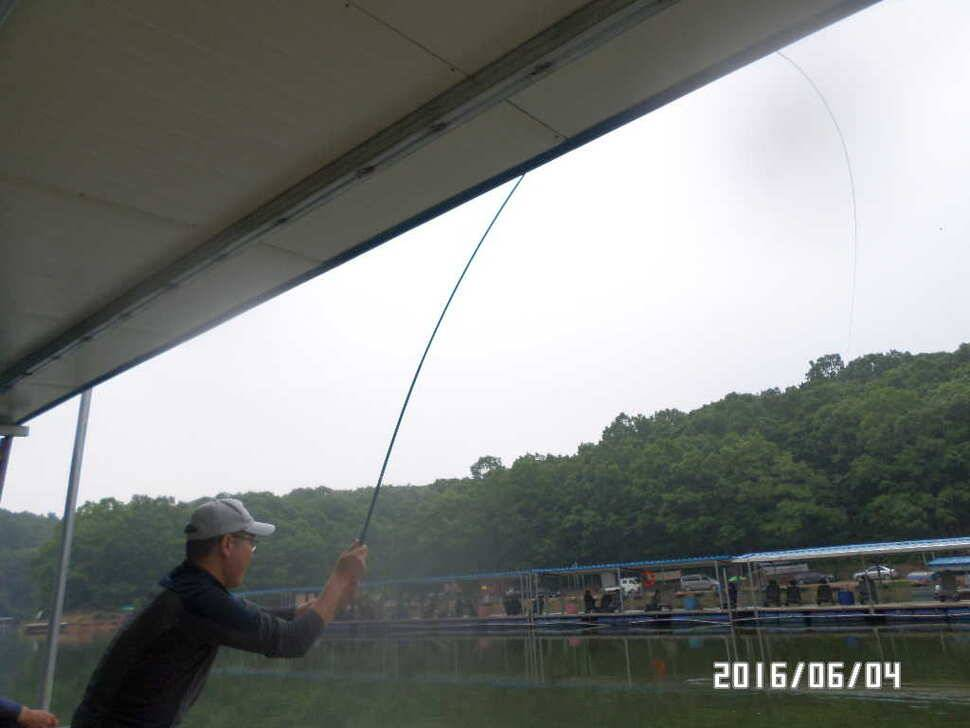 fish_pay_12571122.jpg