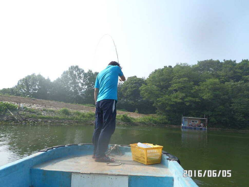 fish_pay_12573540.jpg