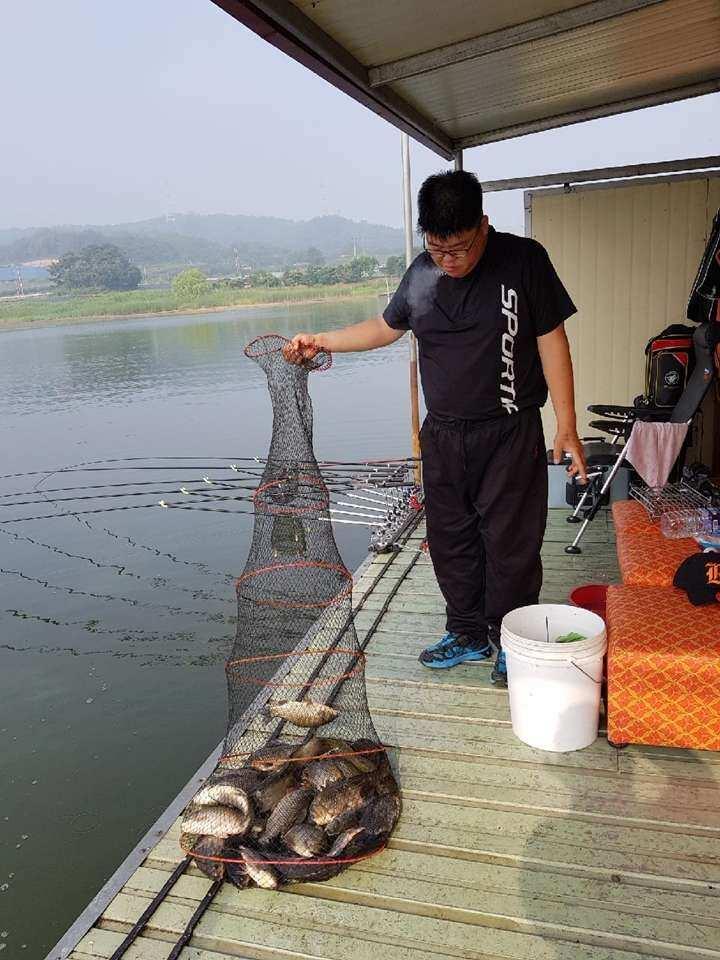 fish_pay_02243875.jpg