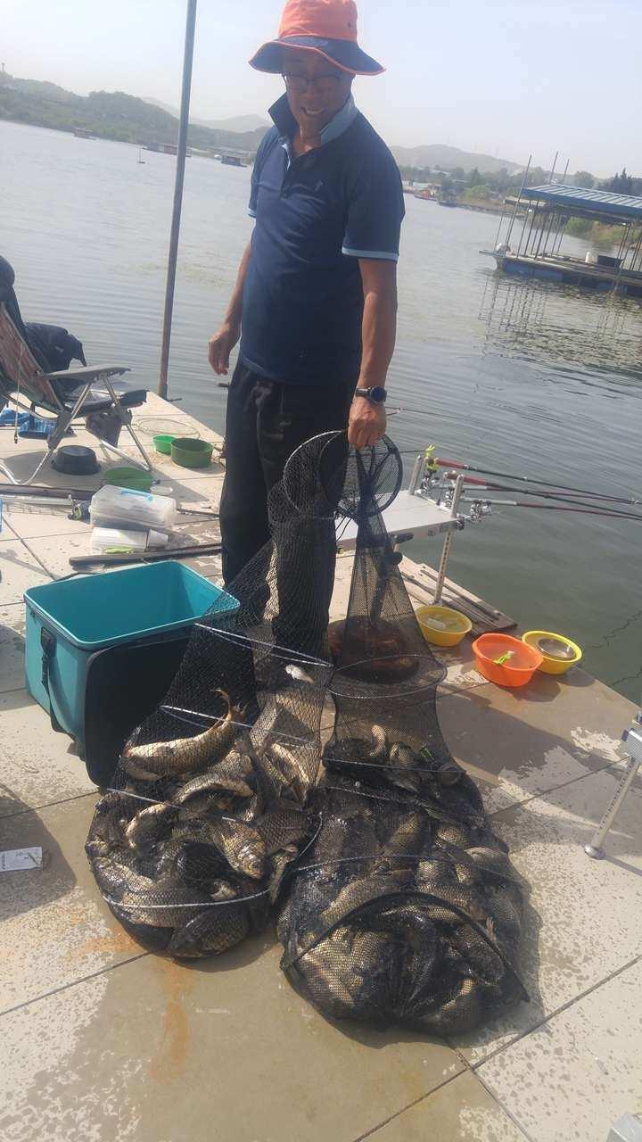 fish_pay_05541778.jpg