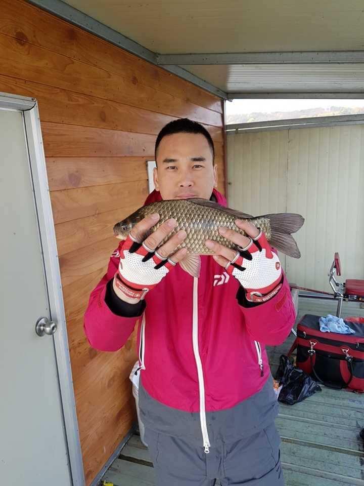 fish_pay_12304481.jpg