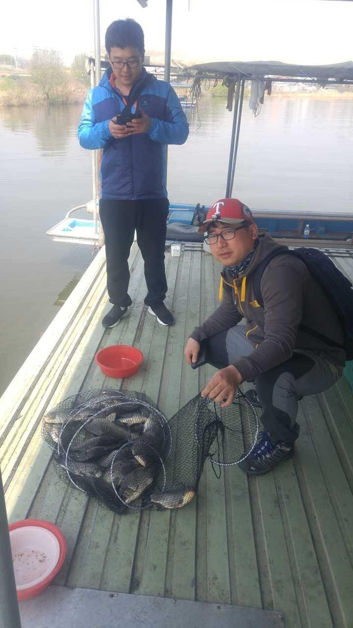 fish_pay_12315620.jpg